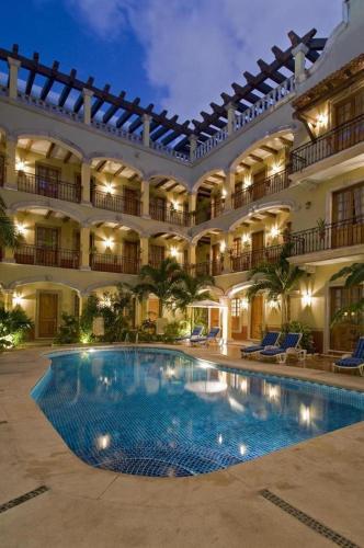 La pileta dentro o cerca de Hacienda Real del Caribe Hotel