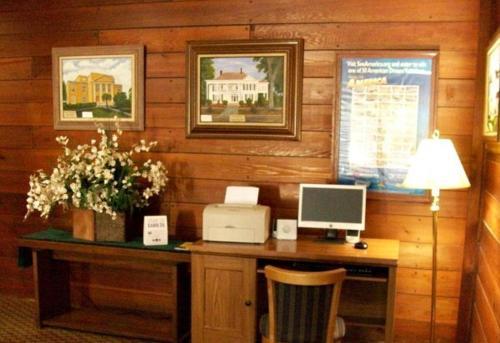 Best Western Crossroads Inn Review
