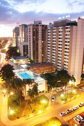 Uma vista da piscina em Carlton Hotel Brasilia ou nos arredores