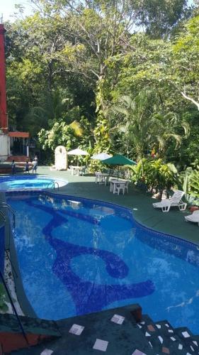 A piscina localizada em Hotel Quinta Avenida ou nos arredores