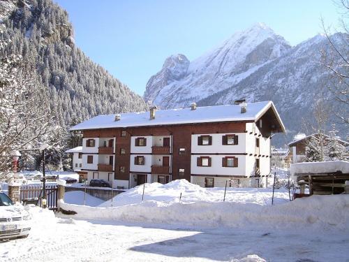Canazei Ski Apartments 4