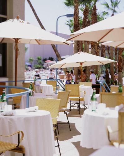Un restaurant u otro lugar para comer en Rio All-Suite Hotel & Casino