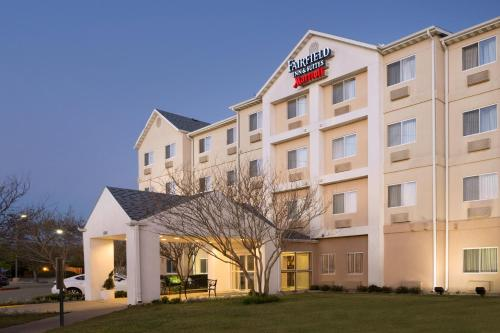 Fairfield Inn and Suites Fort Worth University Drive