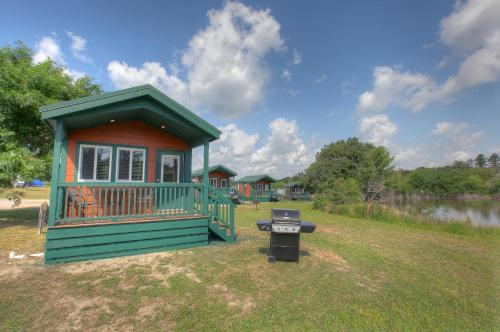 Lake Conroe Queen Studio Cabin 5