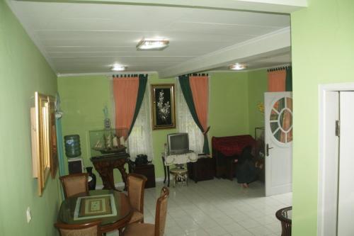 Villa Merah Kota Bunga Puncak
