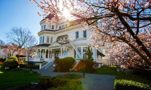 The Gatsby Mansion