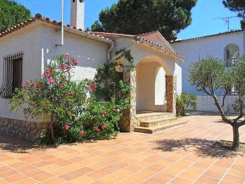 Holiday home Ramon Muntaner I L'Escala