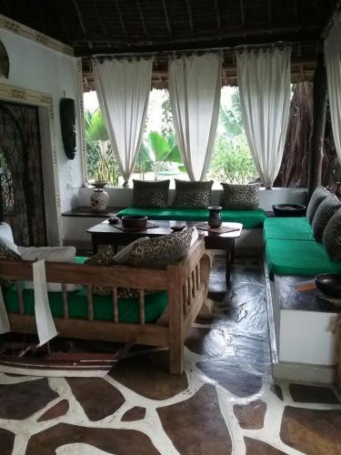 Pamoja Tatu House