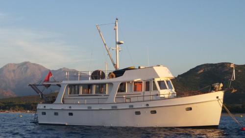 Comfortable houseboat