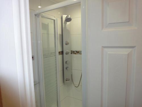 Phòng tắm tại Dylan Apartments Kensington
