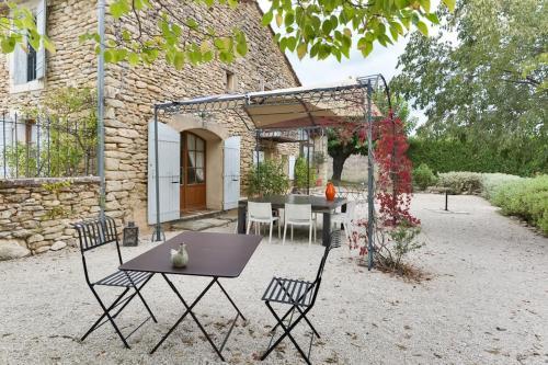 Authentic Provencal farm in Luberon