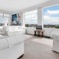 Spacious Sunny Seaview Apartment