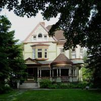 Estabrook House Bed and Breakfast