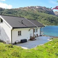 Four-Bedroom Holiday home in Øksfjord