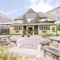 Mayflower Bar, Eatery & Boutique Inn