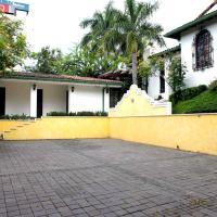 La Porta Plaza Hotel