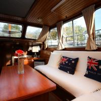 Classic South Houseboat