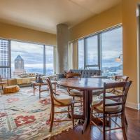 Downtown Portland Apartment With A View