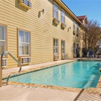Fredericksburg Hill Country Hotel