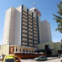 7 Days Hotel Kamyanets-Podilskyi