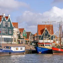 Volendam 14 khách sạn