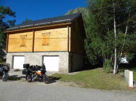 Chalet bois au milieu des Pyrénées