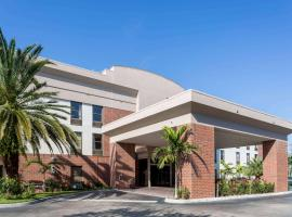 Days Inn & Suites by Wyndham Fort Myers Near JetBlue Park, Fort Myers