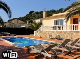 Les Cabanyes Villa Sleeps 8 Pool WiFi (España Platja dAro ...