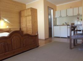 Almaliget Apartmanház, Bakonybél