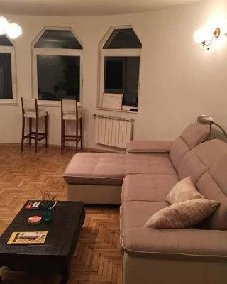 Big 4-BDR Apartment with City View