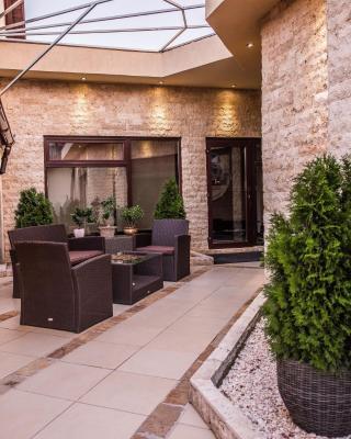 H & V Residence - Split Level Apartment