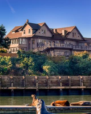 Noyo Harbor Inn