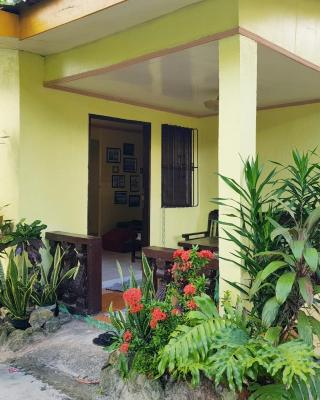 3 BR House 200m to White Beach / near activities