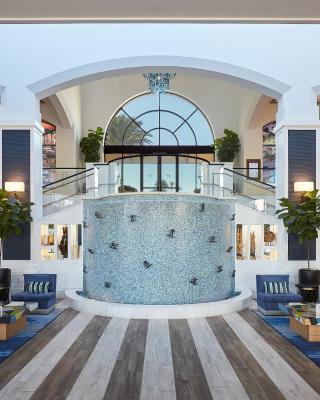 ذا ووترفرونت بيتش ريزورت، إحدى فنادق هيلتون