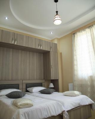 Three bedroom apartment, mordern refurnished