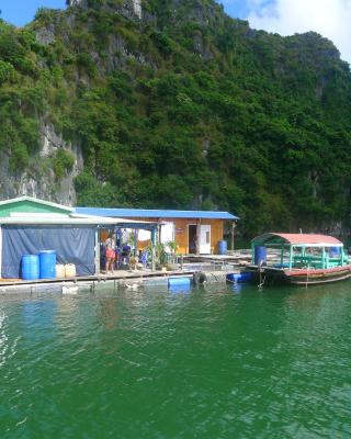 Xinh Floating House