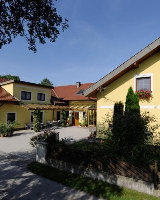 Privatzimmer und Ferienwohnungen Leeb