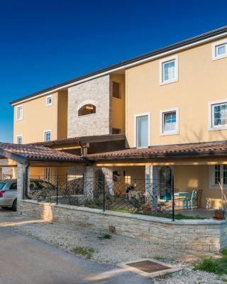 Apartments & Rooms Buoni Amici