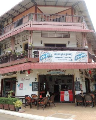 Mekong Crossing Guesthouse - Restaurant & Pub