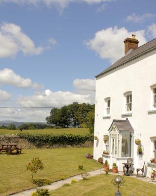 Llansabbath Country Farmhouse B&B