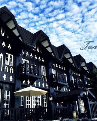 Tudor Dynasty Homestay