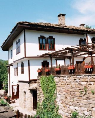 Parlapanova Guest House - Pool Access
