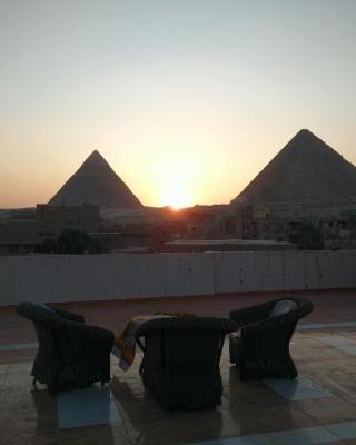 Cozy Studios Pyramids View