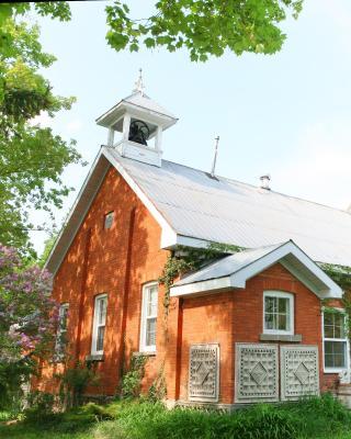 Picturesque School House Retreat