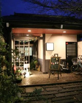 Yasuragi Guest House & Bar