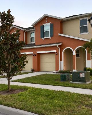 Four Bedrooms Townhome 5126