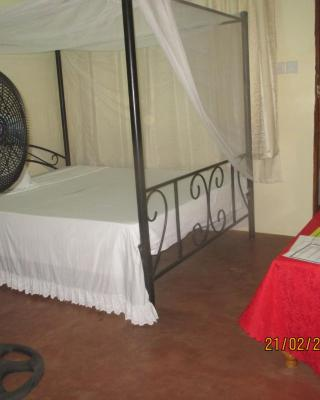 Fanaka Safaris Campsite & Lodges