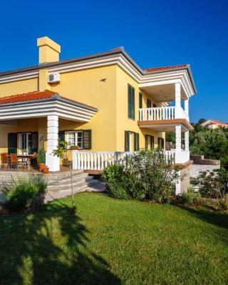 Villa Mirela