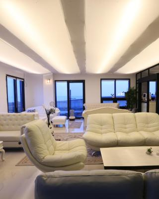 HOTEL52