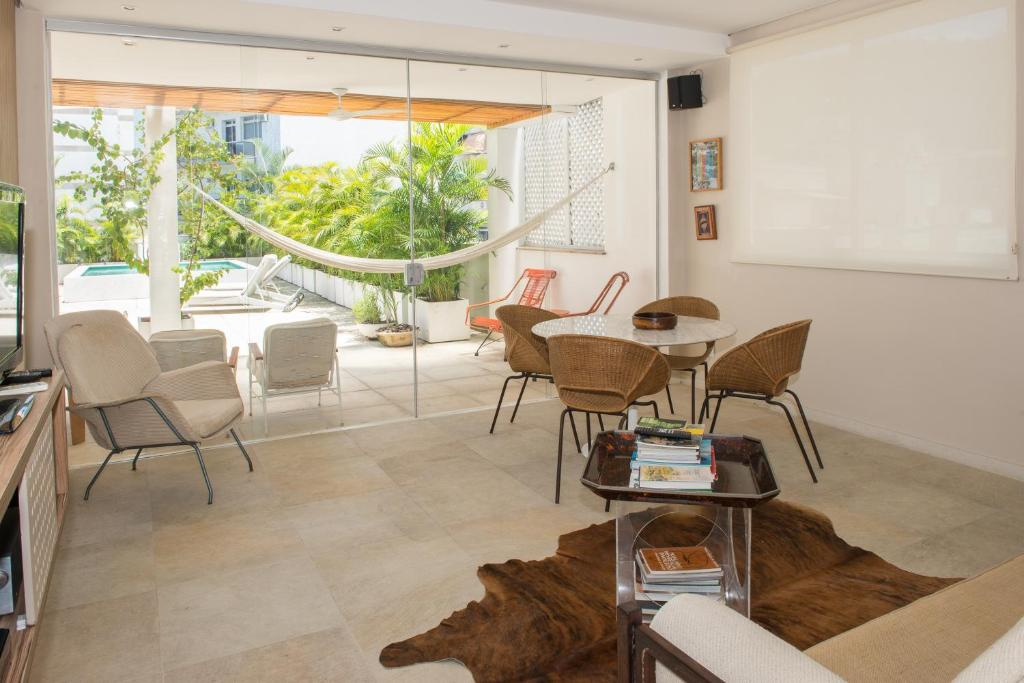 2 Bedroom Penthouse behind the famous COPACABANA PALACE ilive034